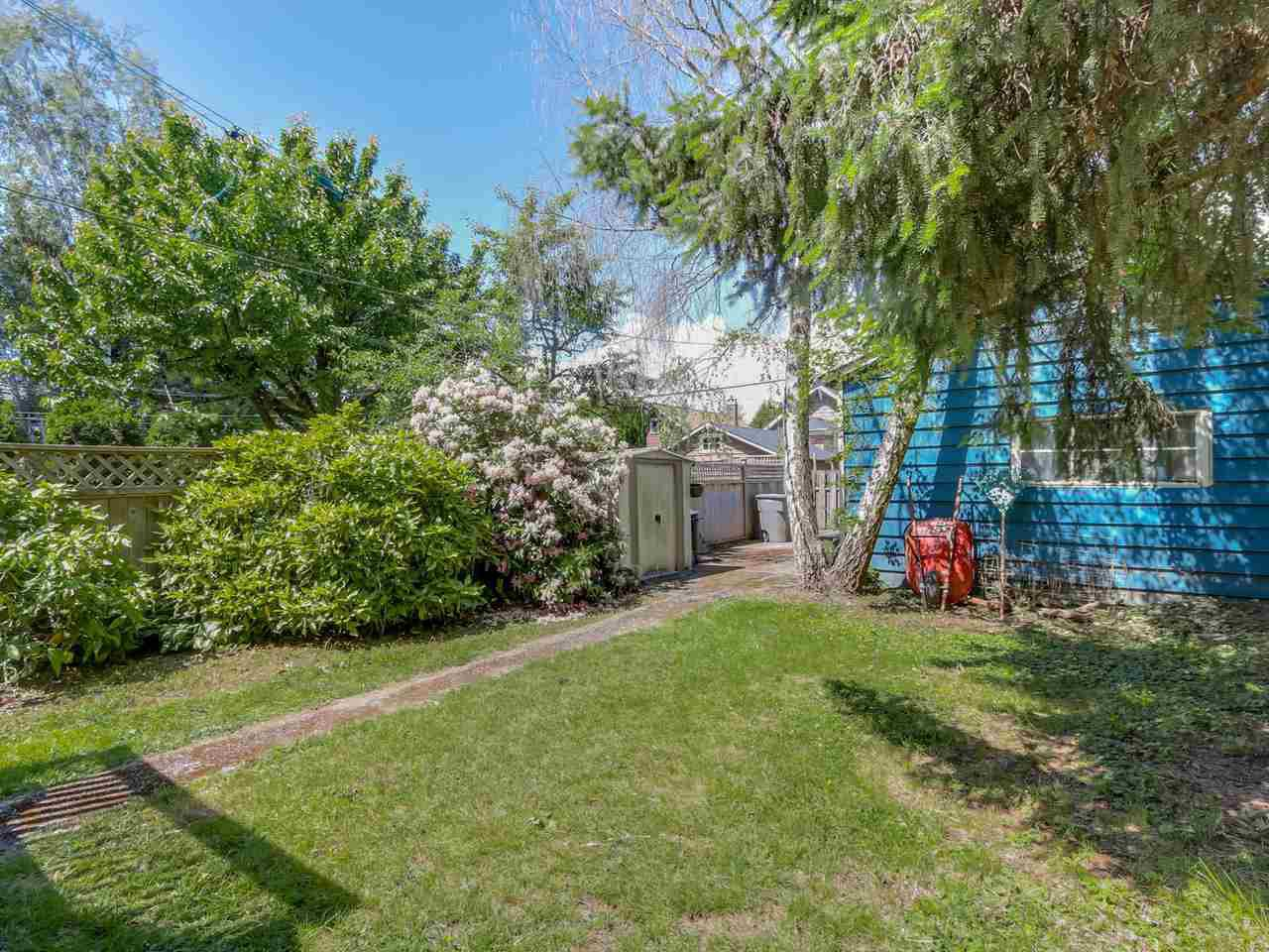 """Photo 18: Photos: 835 E 19TH Avenue in Vancouver: Fraser VE House for sale in """"CEDAR COTTAGE"""" (Vancouver East)  : MLS®# R2071745"""