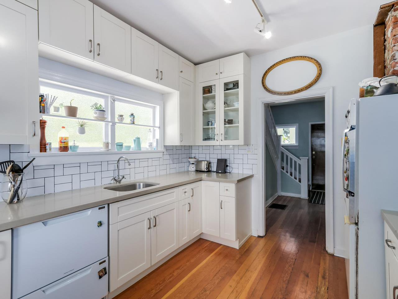 """Photo 11: Photos: 835 E 19TH Avenue in Vancouver: Fraser VE House for sale in """"CEDAR COTTAGE"""" (Vancouver East)  : MLS®# R2071745"""