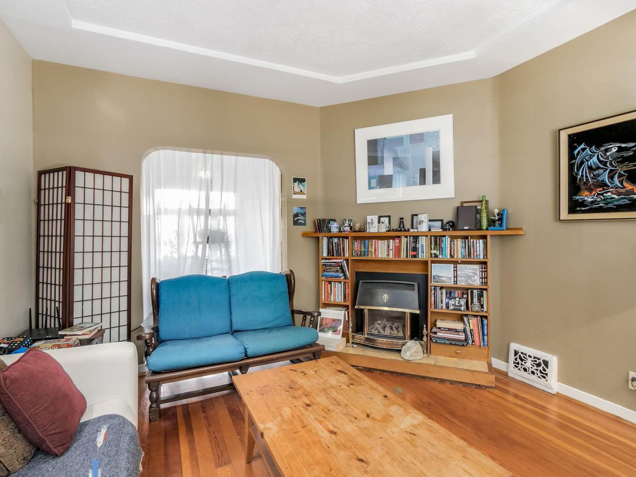 """Photo 5: Photos: 835 E 19TH Avenue in Vancouver: Fraser VE House for sale in """"CEDAR COTTAGE"""" (Vancouver East)  : MLS®# R2071745"""