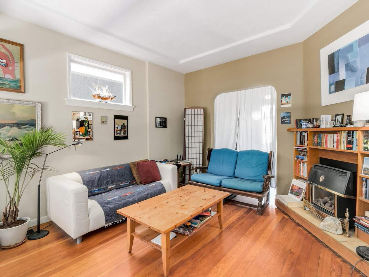 """Photo 3: Photos: 835 E 19TH Avenue in Vancouver: Fraser VE House for sale in """"CEDAR COTTAGE"""" (Vancouver East)  : MLS®# R2071745"""