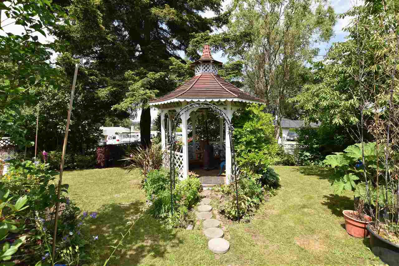"""Photo 17: Photos: 11314 ROYAL Crescent in Surrey: Royal Heights House for sale in """"ROYAL HEIGHTS"""" (North Surrey)  : MLS®# R2078455"""