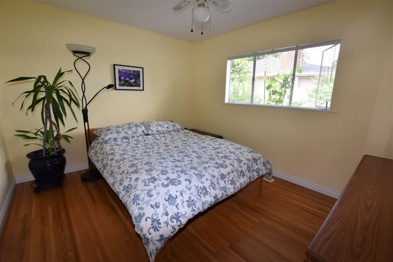 """Photo 10: Photos: 11314 ROYAL Crescent in Surrey: Royal Heights House for sale in """"ROYAL HEIGHTS"""" (North Surrey)  : MLS®# R2078455"""