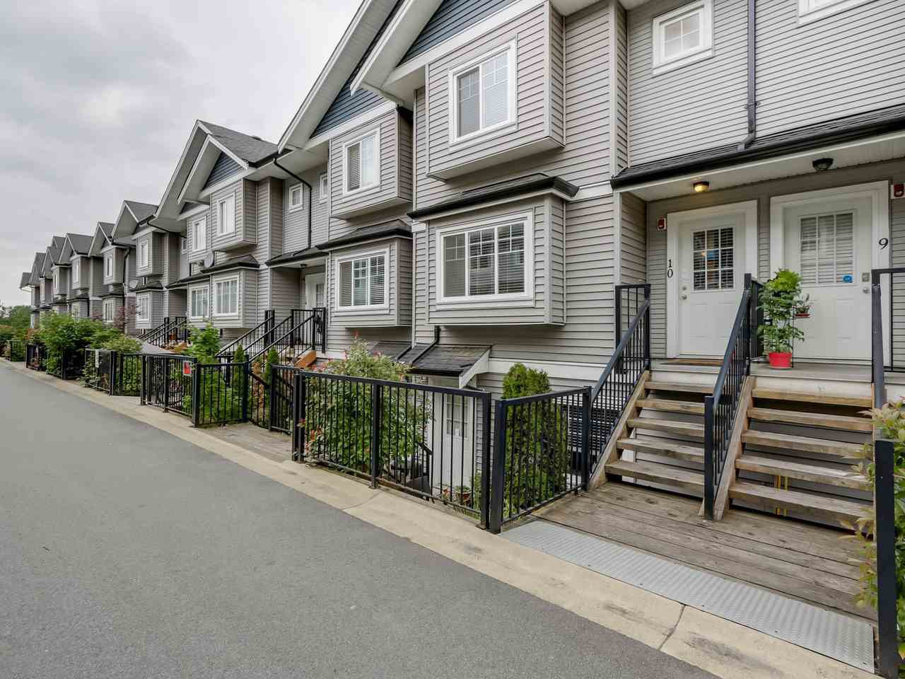 "Photo 2: Photos: 10 11255 132 Street in Surrey: Bridgeview Townhouse for sale in ""FRASERVIEW TERRACE"" (North Surrey)  : MLS®# R2086692"