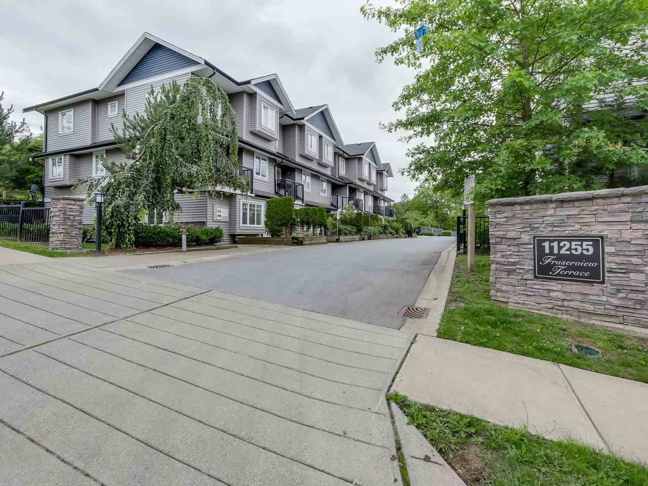 "Photo 1: Photos: 10 11255 132 Street in Surrey: Bridgeview Townhouse for sale in ""FRASERVIEW TERRACE"" (North Surrey)  : MLS®# R2086692"