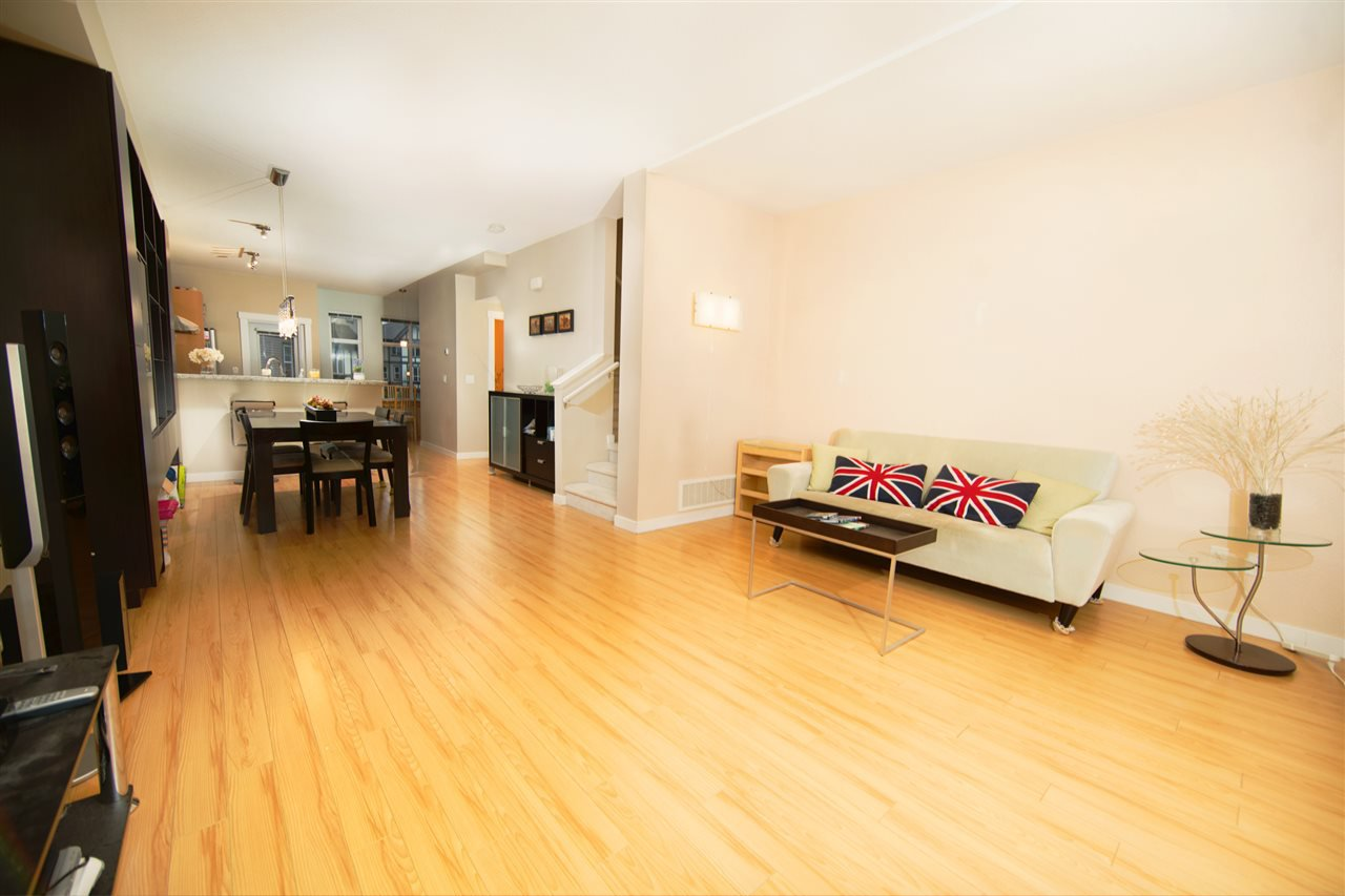"Photo 9: Photos: 23 9800 ODLIN Road in Richmond: West Cambie Townhouse for sale in ""HENNESSY GREEN"" : MLS®# R2144702"