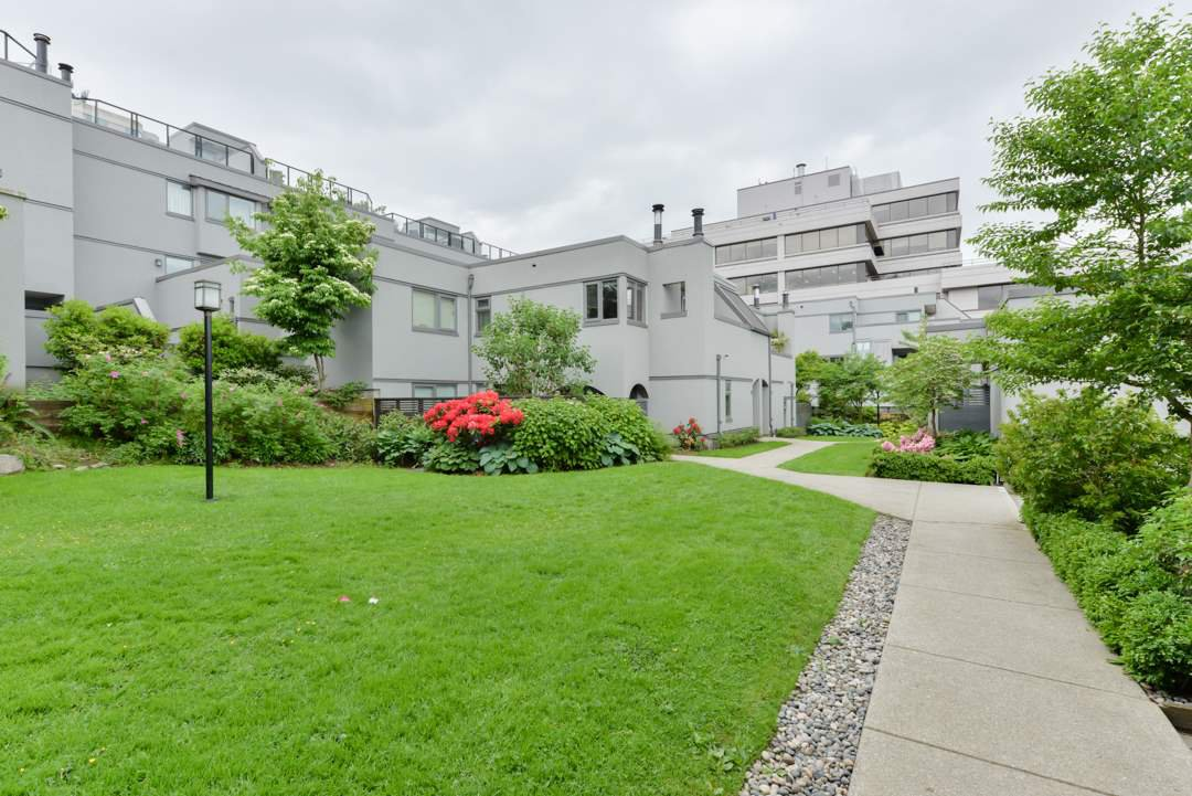 Main Photo: 1363 W 8TH AVENUE in Vancouver: Fairview VW Townhouse for sale (Vancouver West)  : MLS®# R2173551