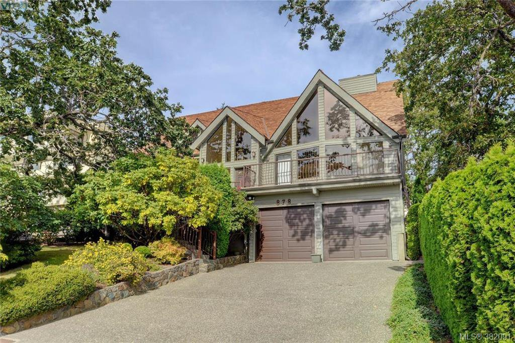 Main Photo: 878 Denford Crescent in VICTORIA: SE Lake Hill Single Family Detached for sale (Saanich East)  : MLS®# 382091