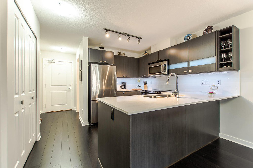 Photo 4: Photos: #417 21009 56 Avenue: Langley City Condo for sale (Langley)  : MLS®# R2210184