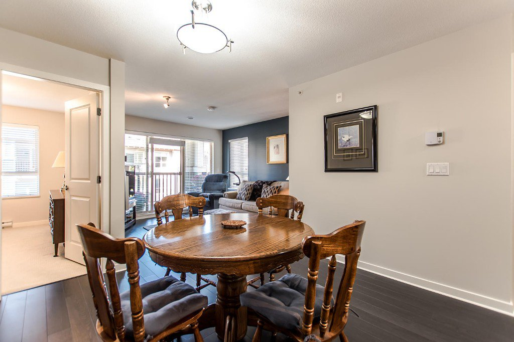 Photo 5: Photos: #417 21009 56 Avenue: Langley City Condo for sale (Langley)  : MLS®# R2210184
