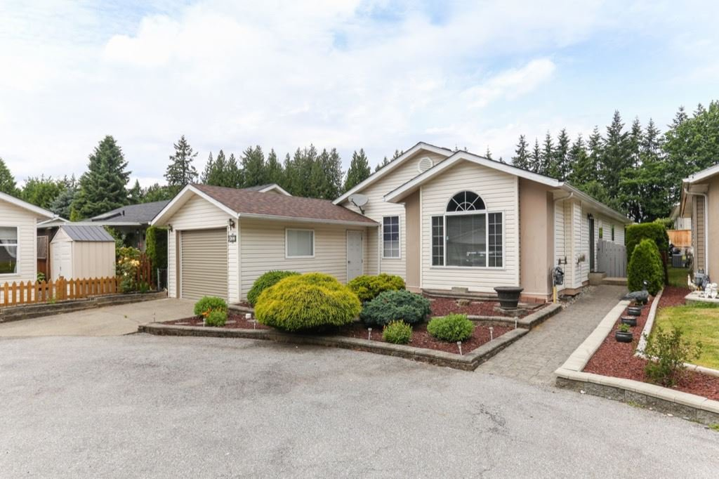 """Main Photo: 133 9080 198 Street in Langley: Walnut Grove Manufactured Home for sale in """"Forest Green Estates"""" : MLS®# R2376759"""