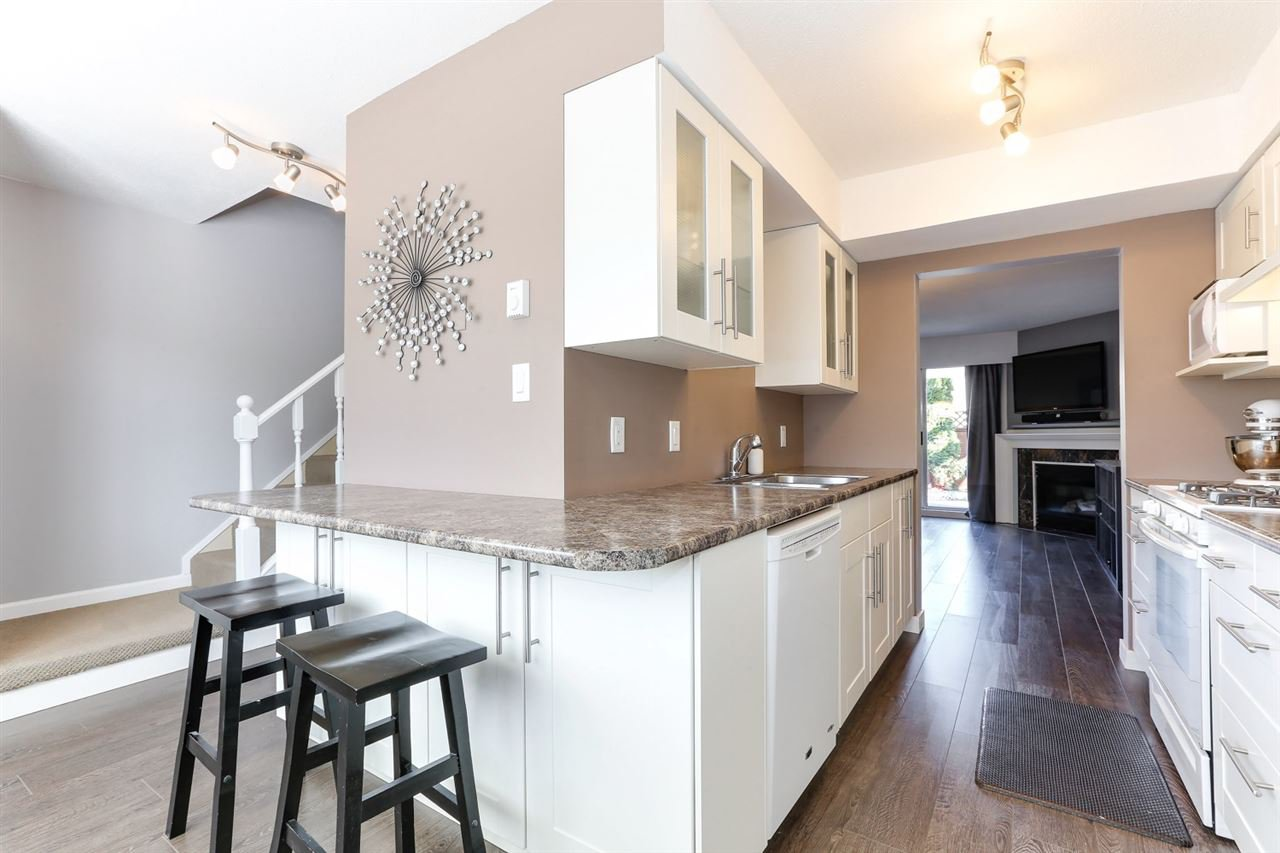 Main Photo: 43 4947 57 STREET in : Hawthorne Townhouse for sale : MLS®# R2361943