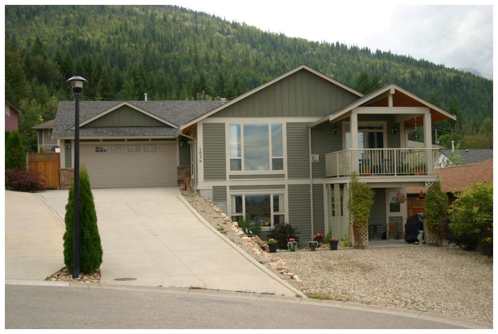 Main Photo: 1026 Southeast 14 Avenue in Salmon Arm: SE Salmon Arm House for sale (Shuswap/Revelstoke)  : MLS®# 10070739