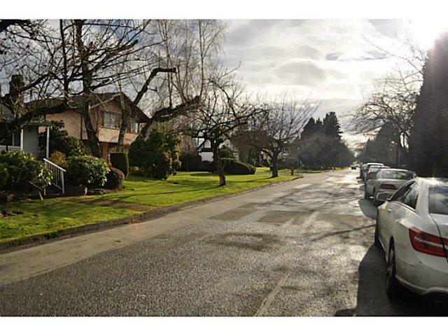"Photo 3: Photos: 5962 FREMLIN Street in Vancouver: Oakridge VW House for sale in ""OAKRIDGE"" (Vancouver West)  : MLS®# V1100712"