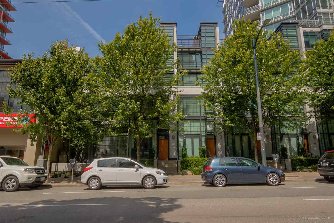 "Main Photo: 1285 SEYMOUR Street in Vancouver: Downtown VW Townhouse for sale in ""THE ELAN"" (Vancouver West)  : MLS®# R2077325"