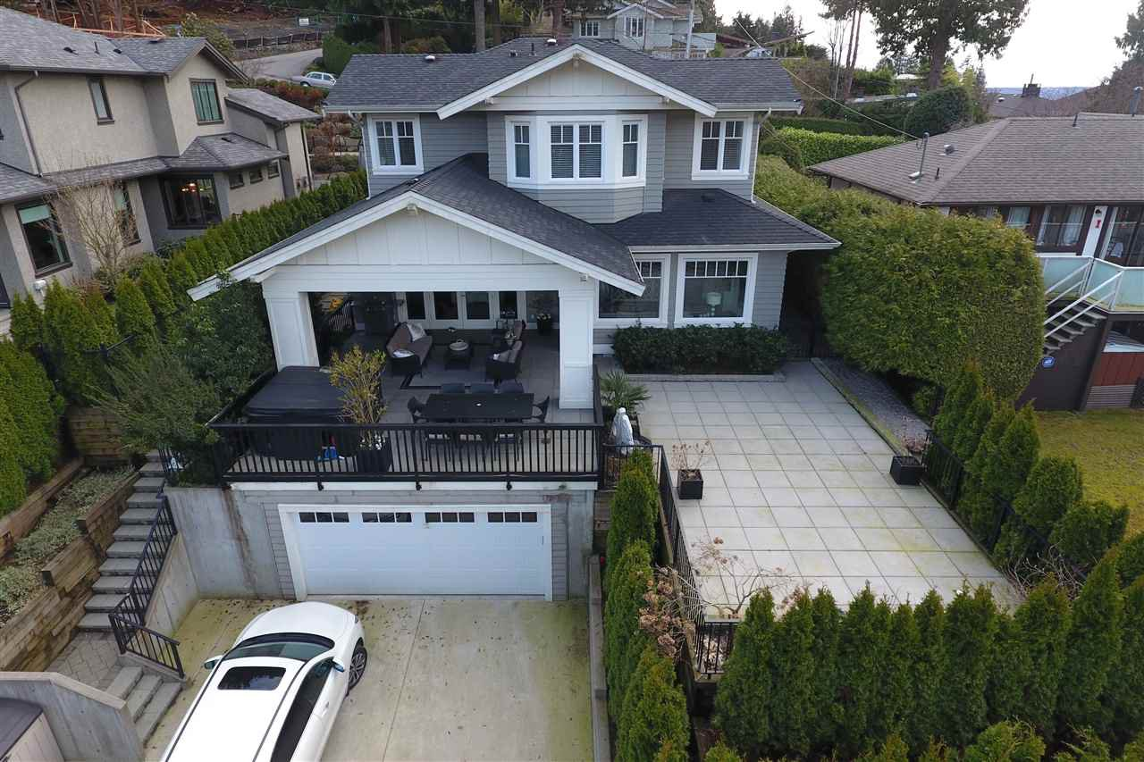 """Main Photo: 939 INGLEWOOD Avenue in West Vancouver: Sentinel Hill House for sale in """"Sentinel Hill"""" : MLS®# R2143743"""