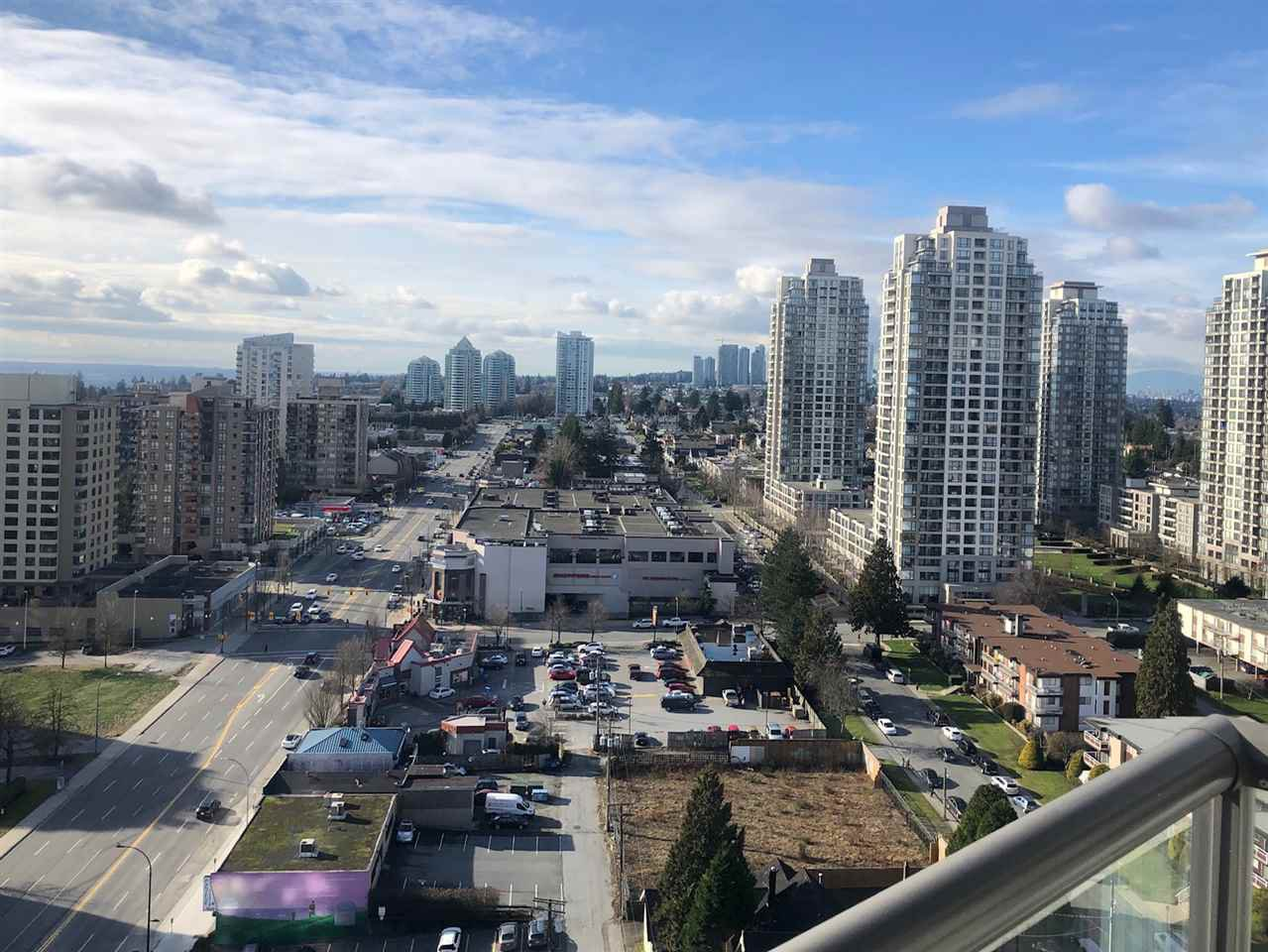 """Photo 3: Photos: 2206 7328 ARCOLA Street in Burnaby: Highgate Condo for sale in """"ESPRIT SOUTH"""" (Burnaby South)  : MLS®# R2435579"""