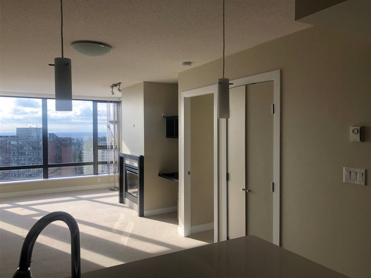 """Photo 9: Photos: 2206 7328 ARCOLA Street in Burnaby: Highgate Condo for sale in """"ESPRIT SOUTH"""" (Burnaby South)  : MLS®# R2435579"""