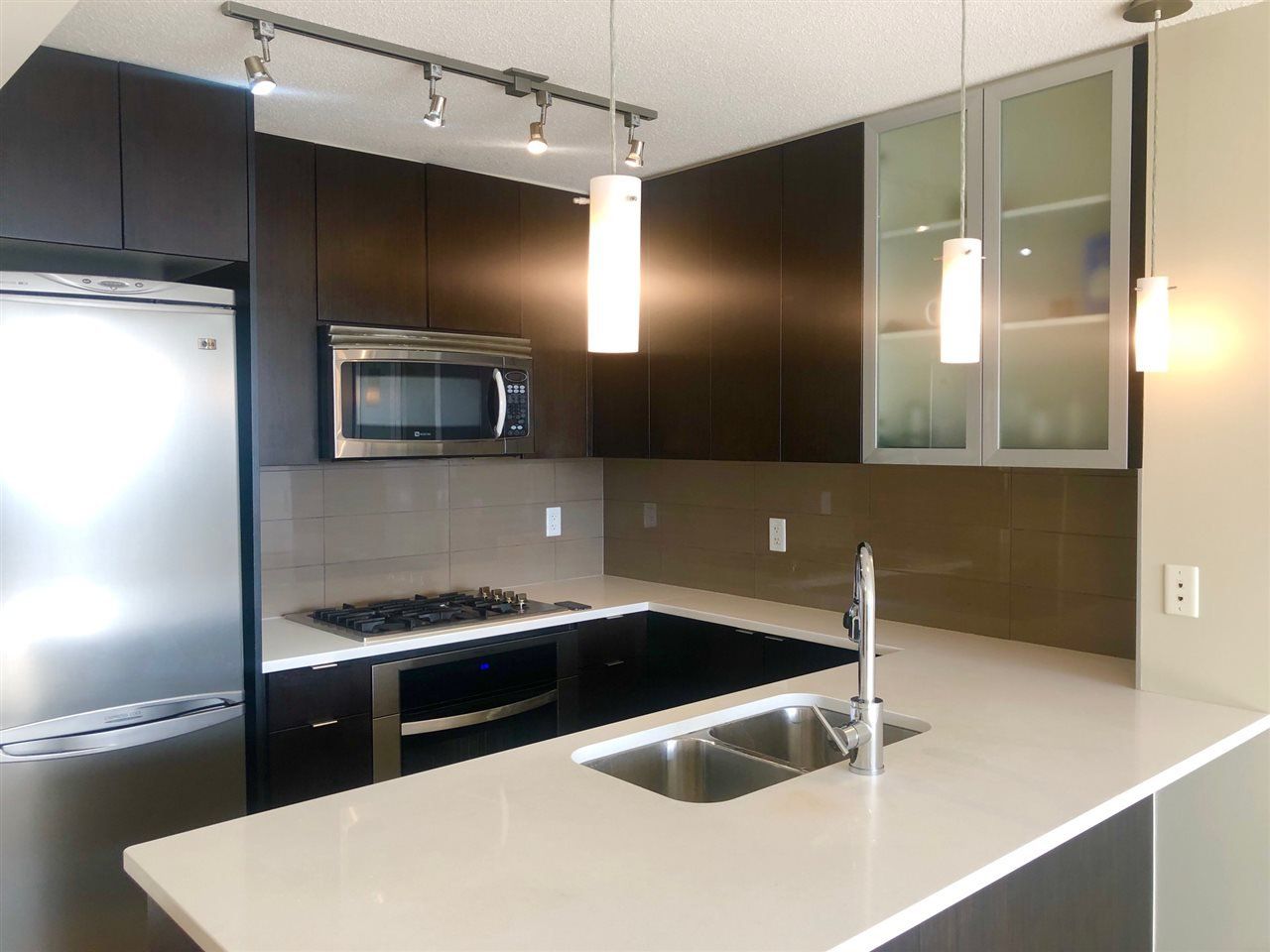 """Photo 8: Photos: 2206 7328 ARCOLA Street in Burnaby: Highgate Condo for sale in """"ESPRIT SOUTH"""" (Burnaby South)  : MLS®# R2435579"""