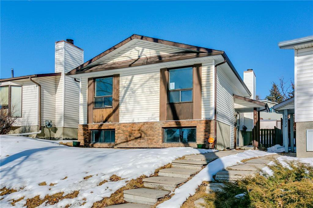 Main Photo: 1076 RANCHLANDS Boulevard NW in Calgary: Ranchlands Detached for sale : MLS®# C4286862