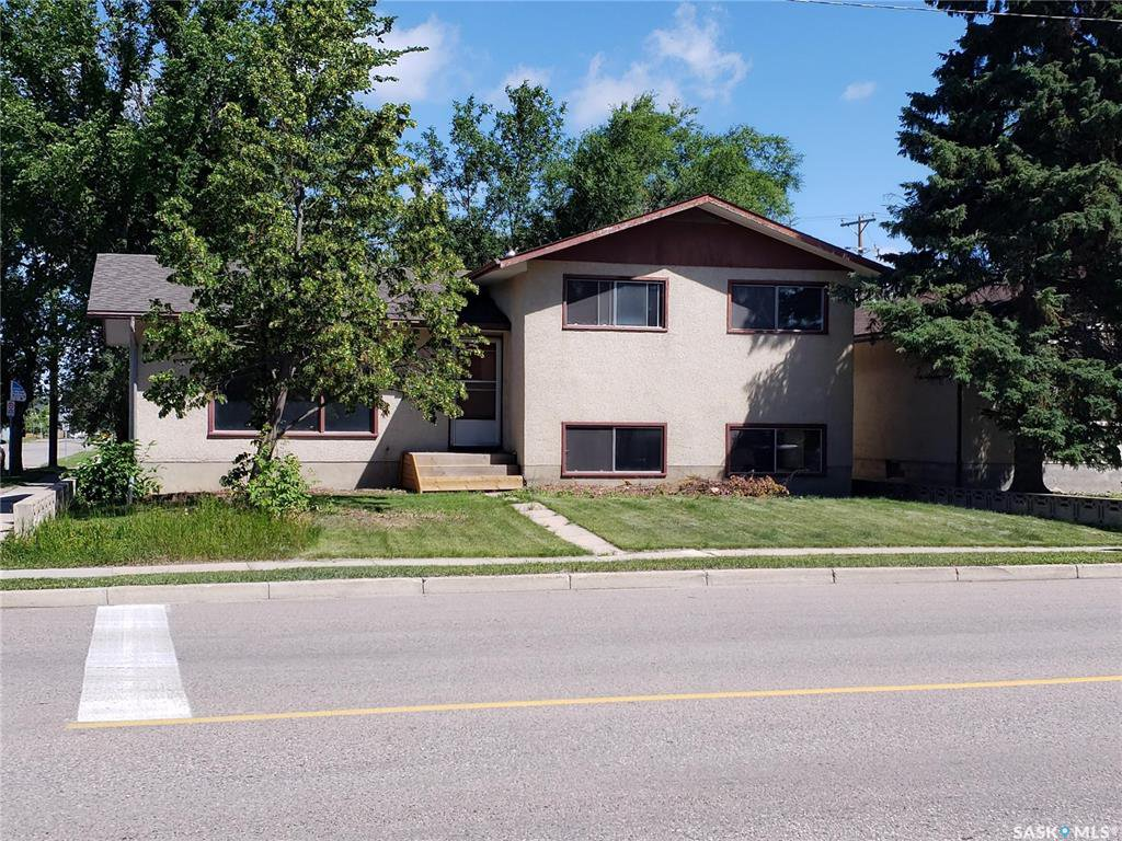 Main Photo: 134 108th Street in Saskatoon: Sutherland Residential for sale : MLS®# SK817838