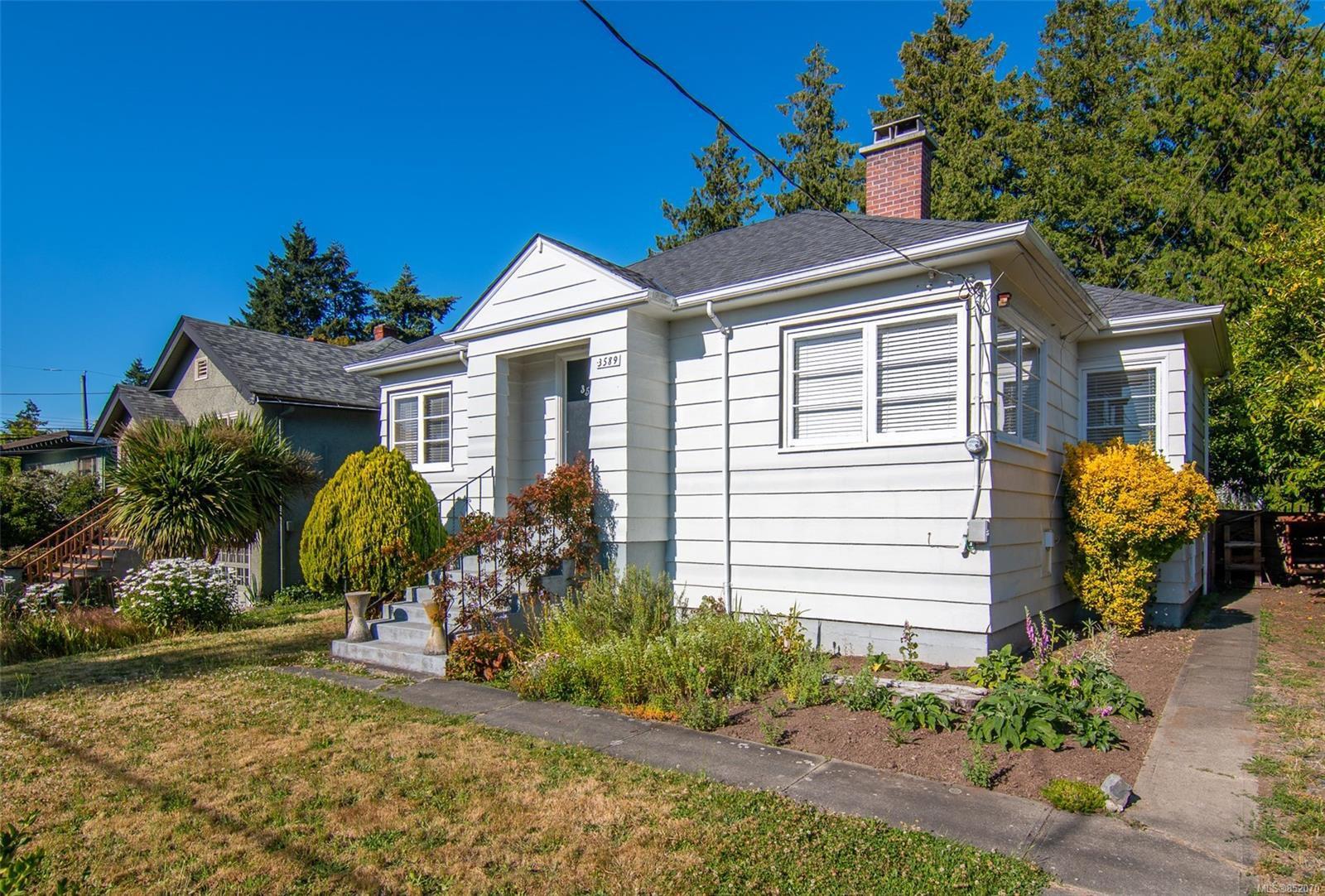 Main Photo: 3589 Savannah Ave in : SE Quadra Single Family Detached for sale (Saanich East)  : MLS®# 852070