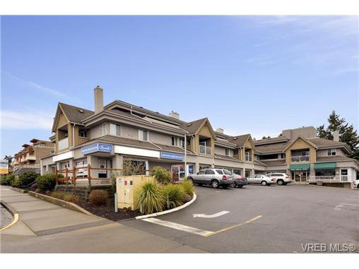 Main Photo: 303 7143 West Saanich Rd in BRENTWOOD BAY: CS Brentwood Bay Condo for sale (Central Saanich)  : MLS®# 721693