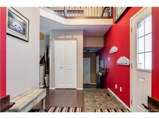 Photo 2: Photos: 151 St Moritz Road in Winnipeg: All Season Estates Residential for sale (3H)  : MLS®# 1704693