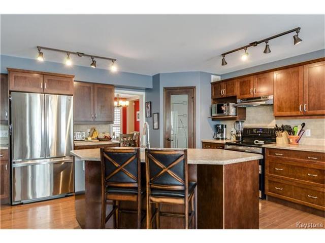 Photo 7: Photos: 151 St Moritz Road in Winnipeg: All Season Estates Residential for sale (3H)  : MLS®# 1704693