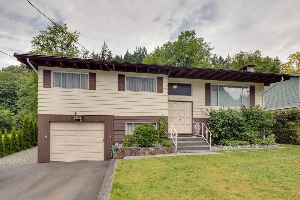 Main Photo: 38117 WESTWAY Avenue in Squamish: Valleycliffe House for sale : MLS®# R2172639