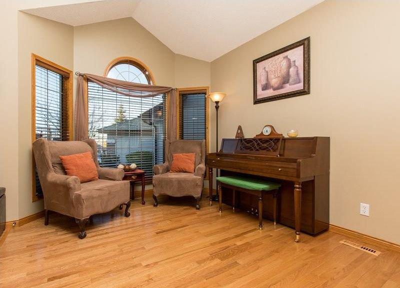 Photo 4: Photos: 229 EDGEBROOK Grove NW in Calgary: Edgemont House for sale : MLS®# C4141318