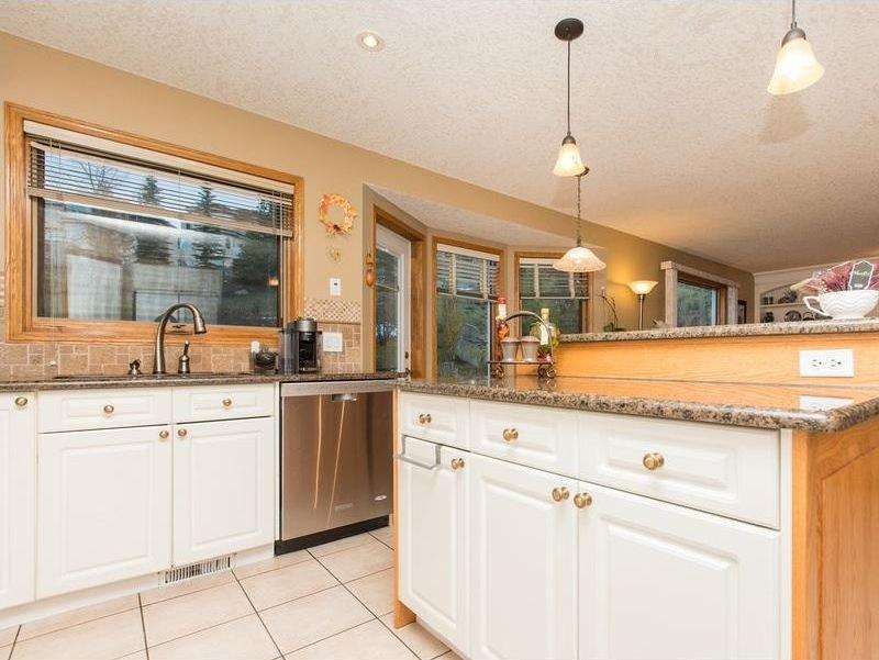 Photo 10: Photos: 229 EDGEBROOK Grove NW in Calgary: Edgemont House for sale : MLS®# C4141318
