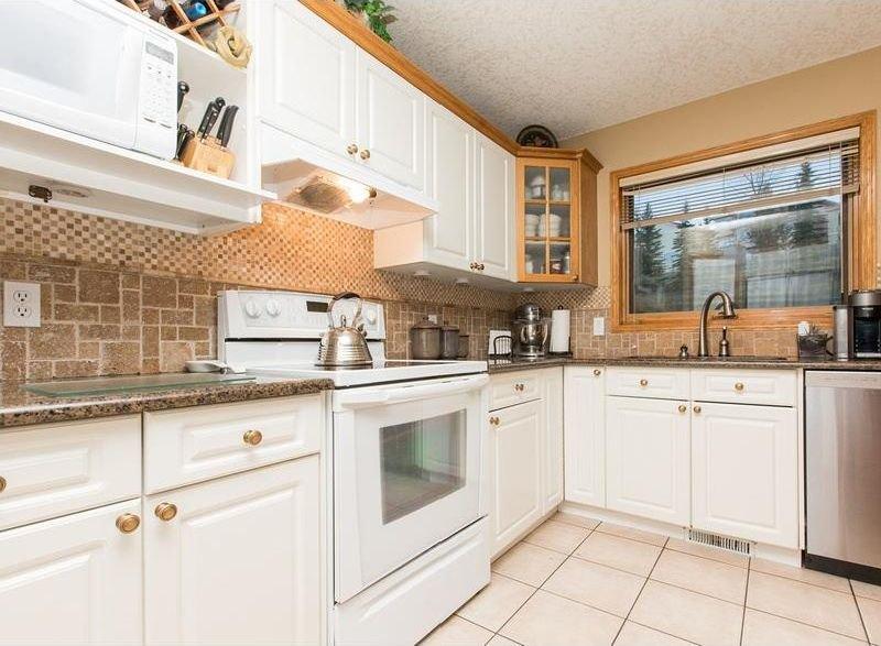 Photo 11: Photos: 229 EDGEBROOK Grove NW in Calgary: Edgemont House for sale : MLS®# C4141318
