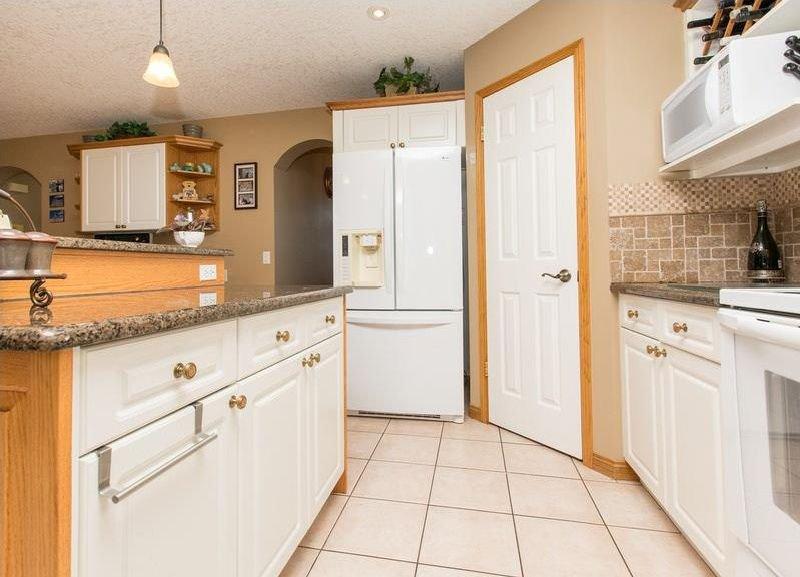 Photo 9: Photos: 229 EDGEBROOK Grove NW in Calgary: Edgemont House for sale : MLS®# C4141318