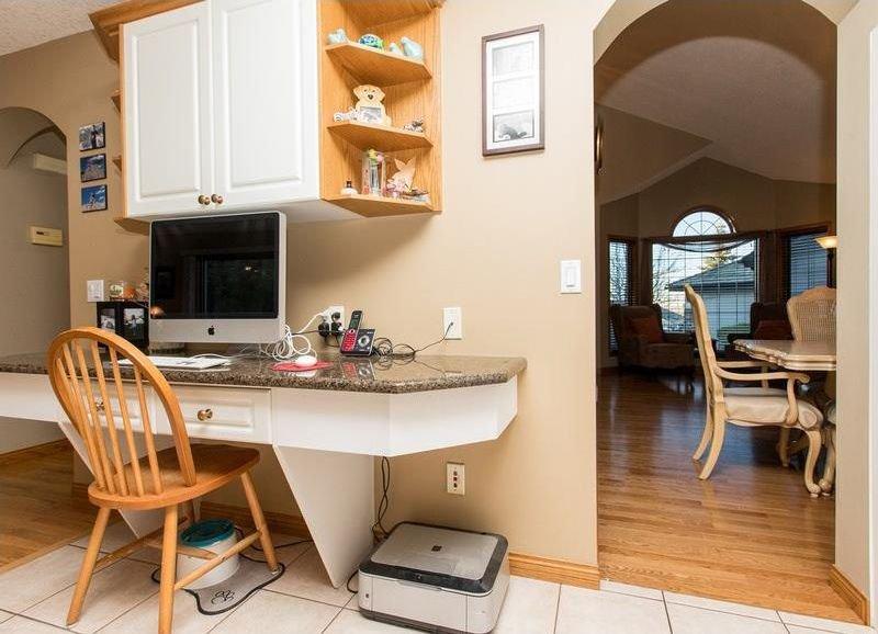 Photo 13: Photos: 229 EDGEBROOK Grove NW in Calgary: Edgemont House for sale : MLS®# C4141318