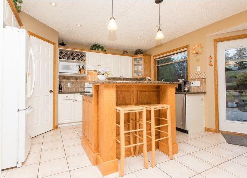 Photo 8: Photos: 229 EDGEBROOK Grove NW in Calgary: Edgemont House for sale : MLS®# C4141318