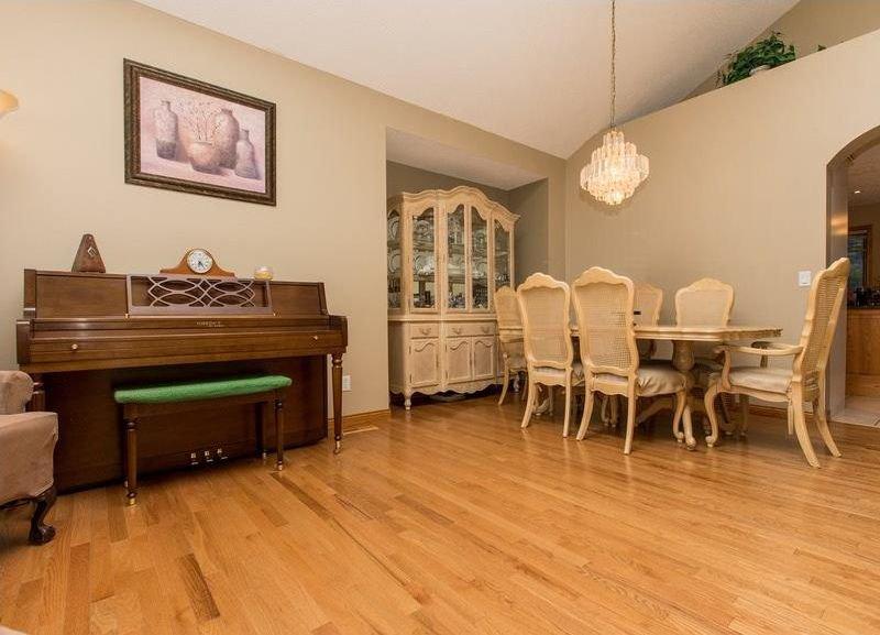 Photo 5: Photos: 229 EDGEBROOK Grove NW in Calgary: Edgemont House for sale : MLS®# C4141318