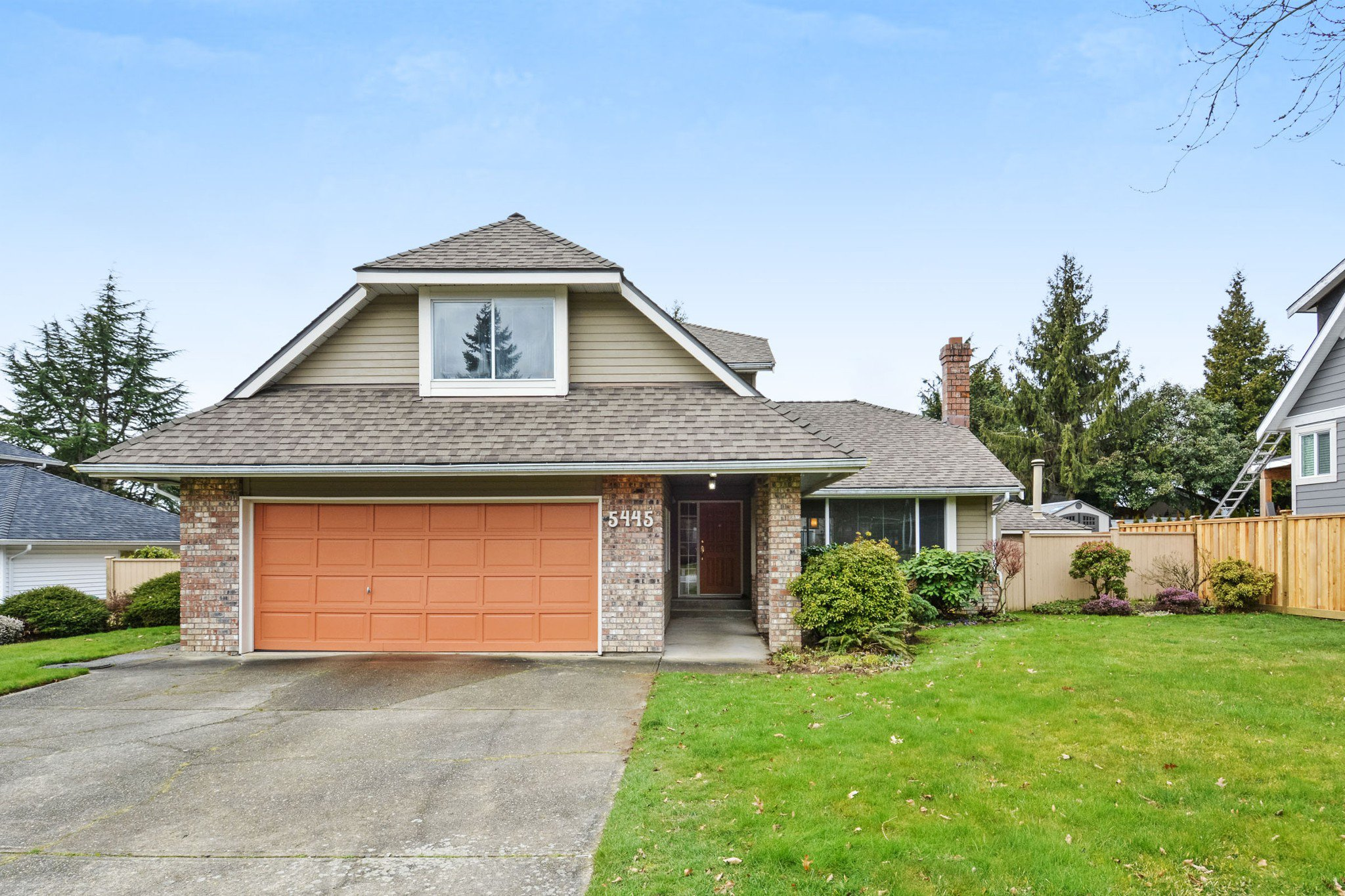 "Main Photo: 5445 185 Street in Surrey: Cloverdale BC House for sale in ""HUNTER PARK"" (Cloverdale)  : MLS®# R2243893"