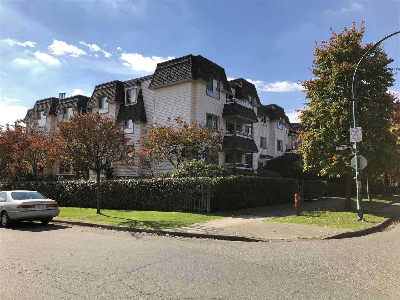 """Main Photo: 103 1950 E 11TH Avenue in Vancouver: Grandview VE Condo for sale in """"LAKEVIEW PLACE"""" (Vancouver East)  : MLS®# R2314481"""