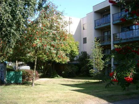 Main Photo: 108-2747 Quadra St in Victoria: Residential for sale (Canada)  : MLS®# 270507