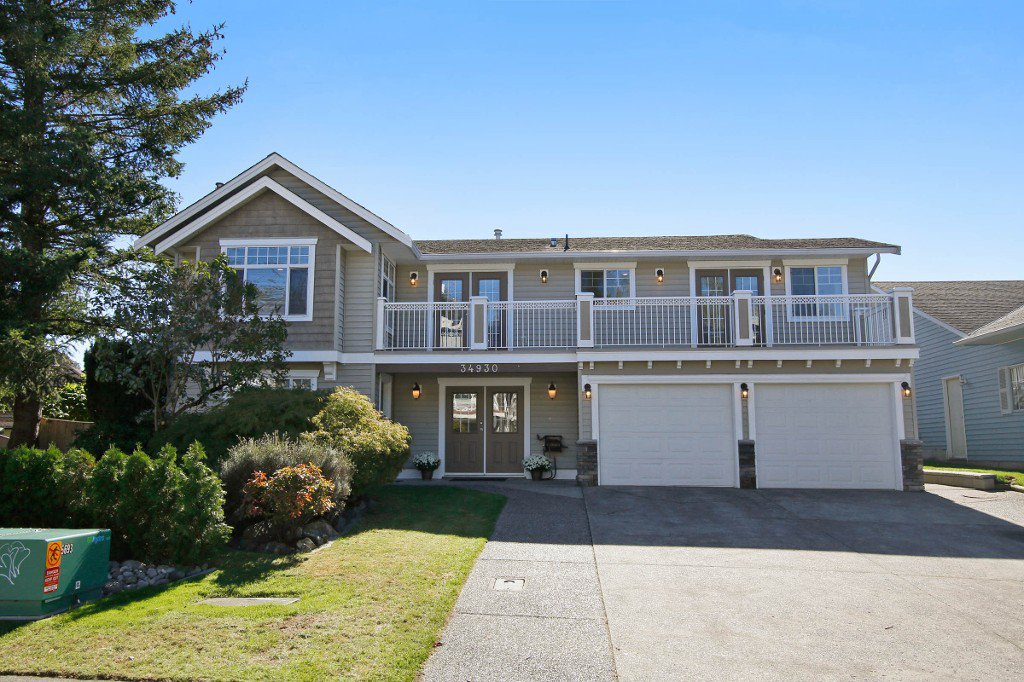 Main Photo: 34930 MT BLANCHARD Drive in Abbotsford: Abbotsford East House for sale : MLS®# R2110634