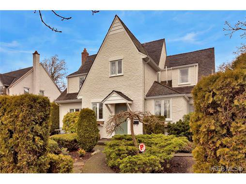 Main Photo: 1682 Beach Dr in VICTORIA: OB North Oak Bay House for sale (Oak Bay)  : MLS®# 751401