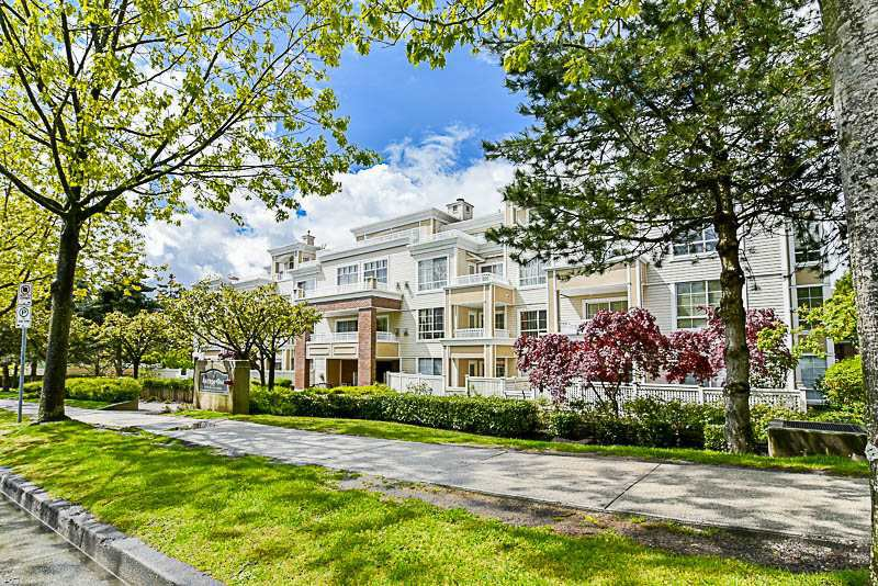 "Main Photo: 205 7117 ANTRIM Avenue in Burnaby: Metrotown Condo for sale in ""Antrim Oaks"" (Burnaby South)  : MLS®# R2166354"
