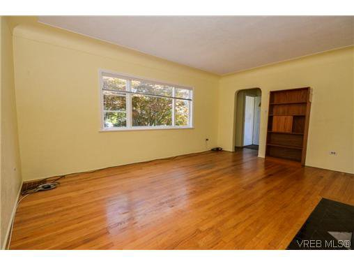 Main Photo: 434 Arnold Avenue in VICTORIA: Vi Fairfield West Residential for sale (Victoria)  : MLS®# 352539