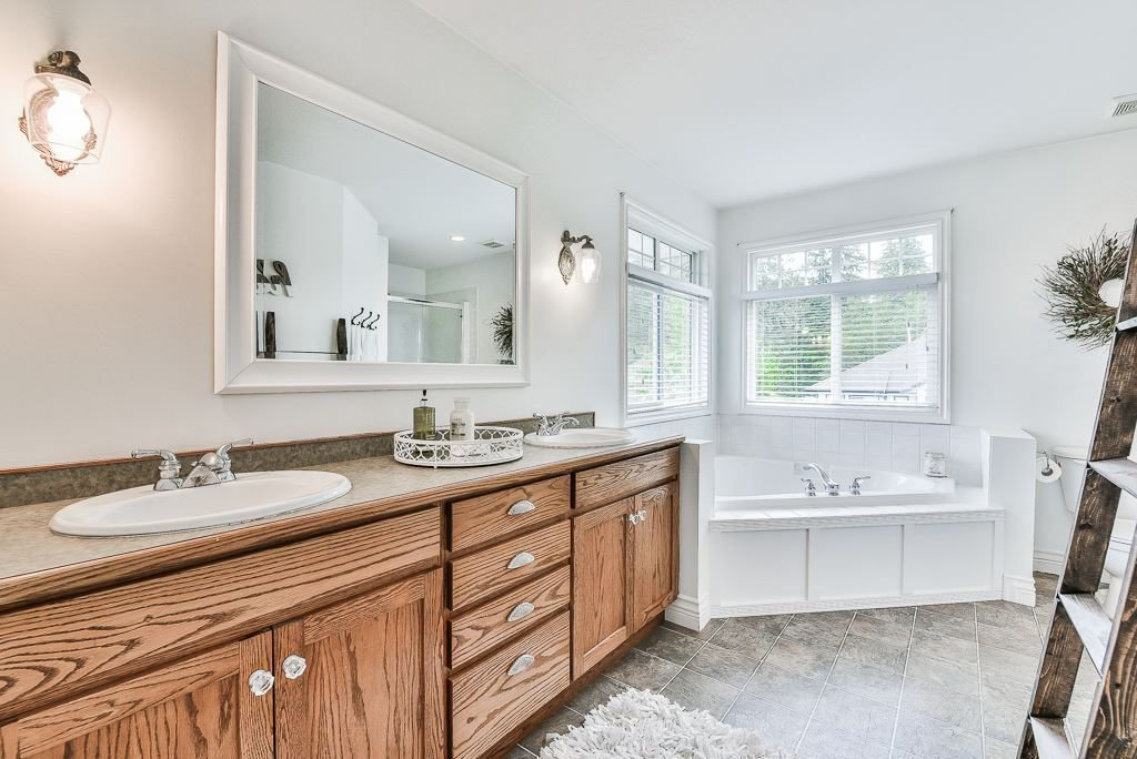 """Photo 17: Photos: 35725 LEDGEVIEW Drive in Abbotsford: Abbotsford East House for sale in """"LEDGEVIEW ESTATES"""" : MLS®# R2285057"""