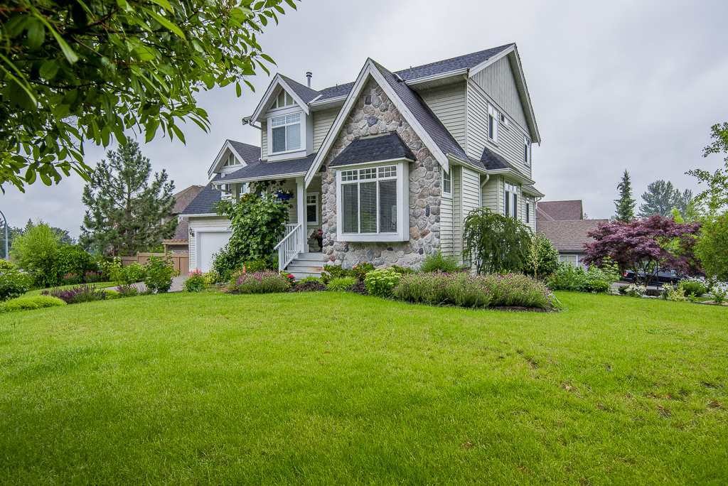 """Photo 2: Photos: 35725 LEDGEVIEW Drive in Abbotsford: Abbotsford East House for sale in """"LEDGEVIEW ESTATES"""" : MLS®# R2285057"""
