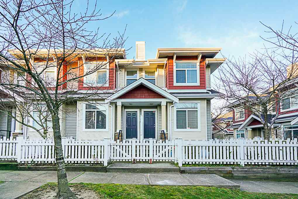 """Main Photo: 24 8655 159 Street in Surrey: Fleetwood Tynehead Townhouse for sale in """"Springfield Court"""" : MLS®# R2339578"""