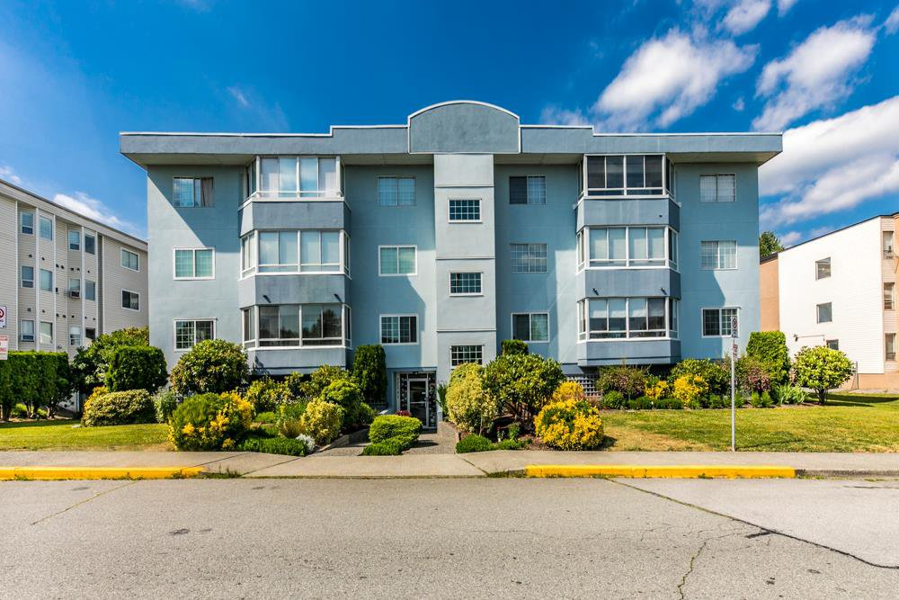 """Main Photo: 303 22241 SELKIRK Avenue in Maple Ridge: West Central Condo for sale in """"SELKIRK PLACE"""" : MLS®# R2380791"""