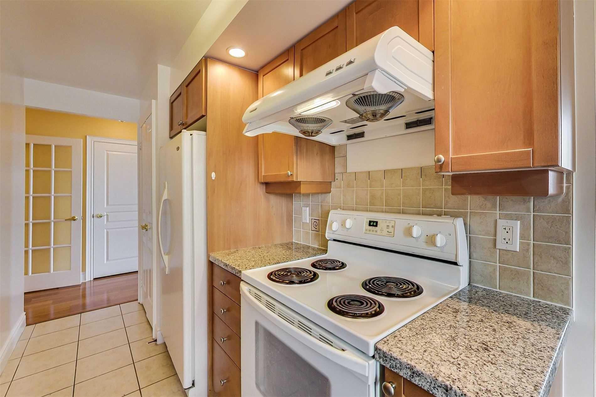 Photo 11: Photos: 1204 10 Northtown Way in Toronto: Willowdale East Condo for sale (Toronto C14)  : MLS®# C4648371