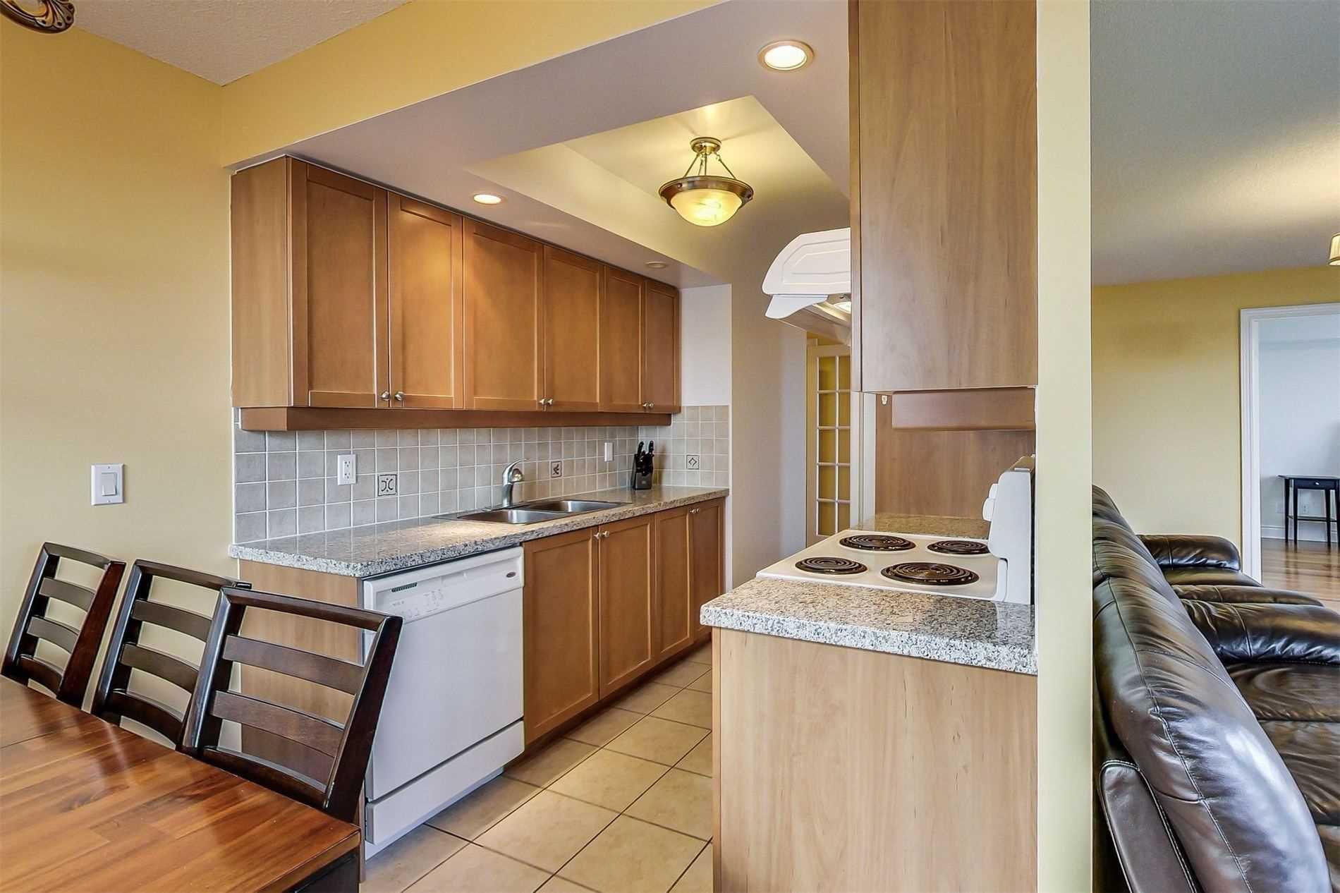 Photo 10: Photos: 1204 10 Northtown Way in Toronto: Willowdale East Condo for sale (Toronto C14)  : MLS®# C4648371