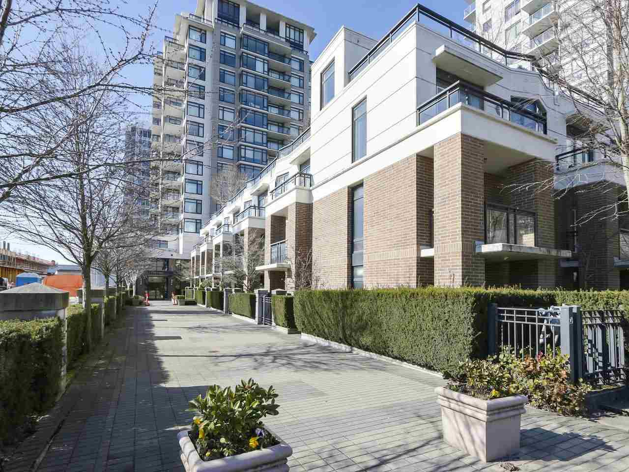 """Main Photo: 1205 6351 BUSWELL Street in Richmond: Brighouse Condo for sale in """"EMPORIO"""" : MLS®# R2452772"""